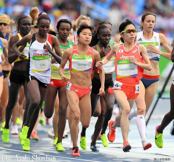 #リオ五輪 は陸上が開幕。女子1万メートルには高島由香選手(手前右)と関根花観選手(中央)が出場しました。(達)#Rio2016 #陸上