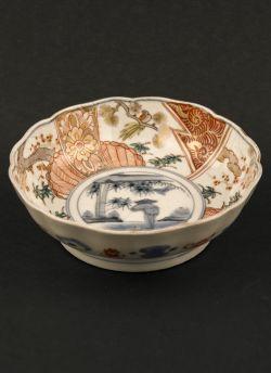 "Kakutomi Imari rice bowl. Edo period (1603 - 1868) Imari rice bowl with decor of bamboo and farmer raking the fields, marked with an Arita ""Kakutomi"" mark to the reverse #antique #japaneseporcelain"