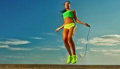 Seilspringen trainiert Koordination, Fitness und Ausdauer – klappt mit wenig Ausrüstung und Platz, aber garantiert maximalen Erfolg