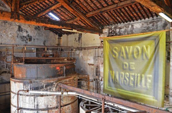 Le vrai savon de marseille savonnerie le fer et marseille - Savon de marseille vrai ...