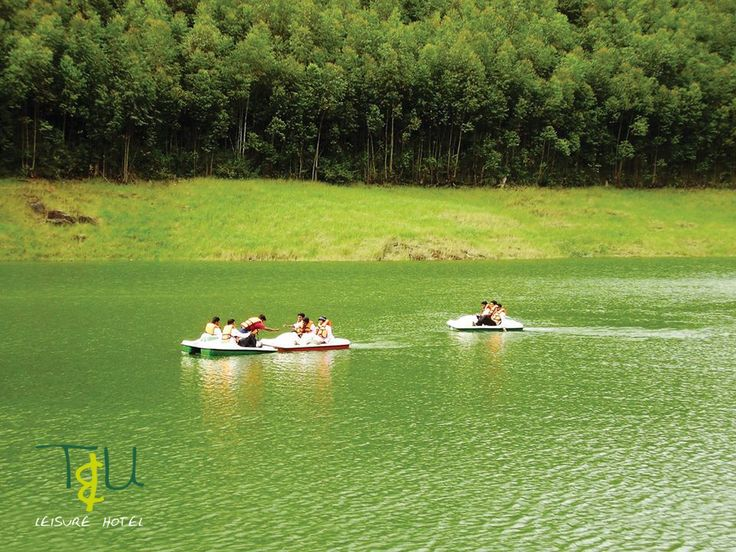 Adventure roads always lead us to beautiful places,  A once-in-a-lifetime experience awaits you at Munnar. The beauty of Munnar that simply cannot be put in words., experience it.. - T & U Leisure hotel Welcome you.  #adventureinmunnar #beautifulplaces #Munnarhillresort #honeymooncottagesinmunnar #BudgetResortinMunnar #TopRestaurantsinMunnar #Bestresortinmunnar #Luxuryresortinmunnar #MunnarHotels #Luxurystayi
