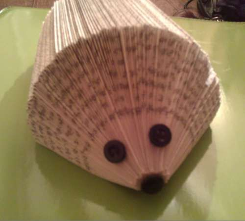 Hedgehog from folded book pages, Up-Cycling