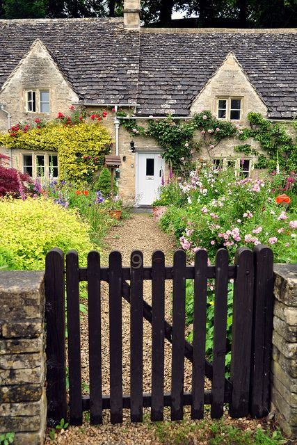A classic Cotswold cottage in Bibury, England
