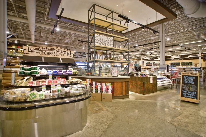 Fresh St. Farms store by King Retail Solutions, Surrey – Canada-Décor and imagery are harnessed to serve as directional signage often in the place of large text signs.
