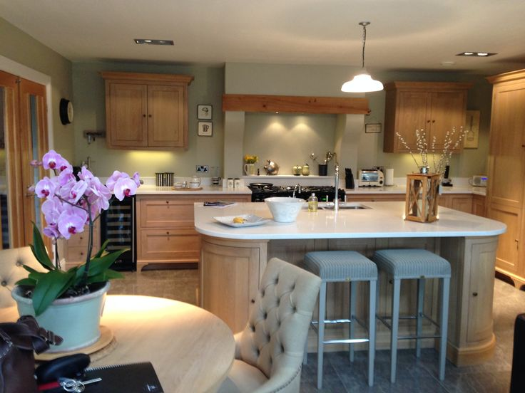 Neptune Henley kitchen - designed and installed by Aberford Interiors