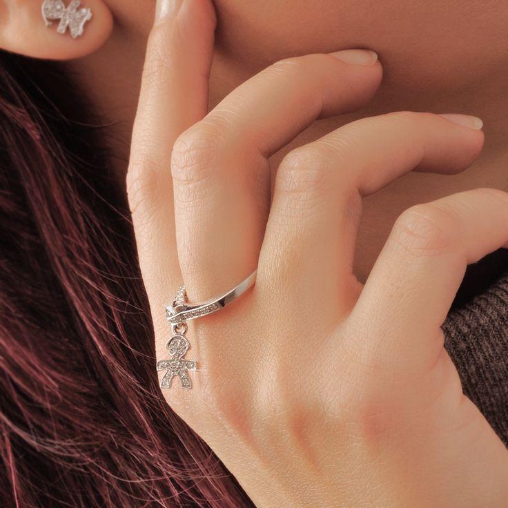 Insieme al tuo immenso amore lui brilla e brillerà nel mondo. Anello Pavé solitario in oro bianco, con ciondolo bimbo in oro bianco e pavé di diamanti. :) http://www.lebebe.eu/it/categorie/anelli/lebebe_gioielli #fieradiesseremamma #lebebé #gioielli #oro #diamanti #anelli