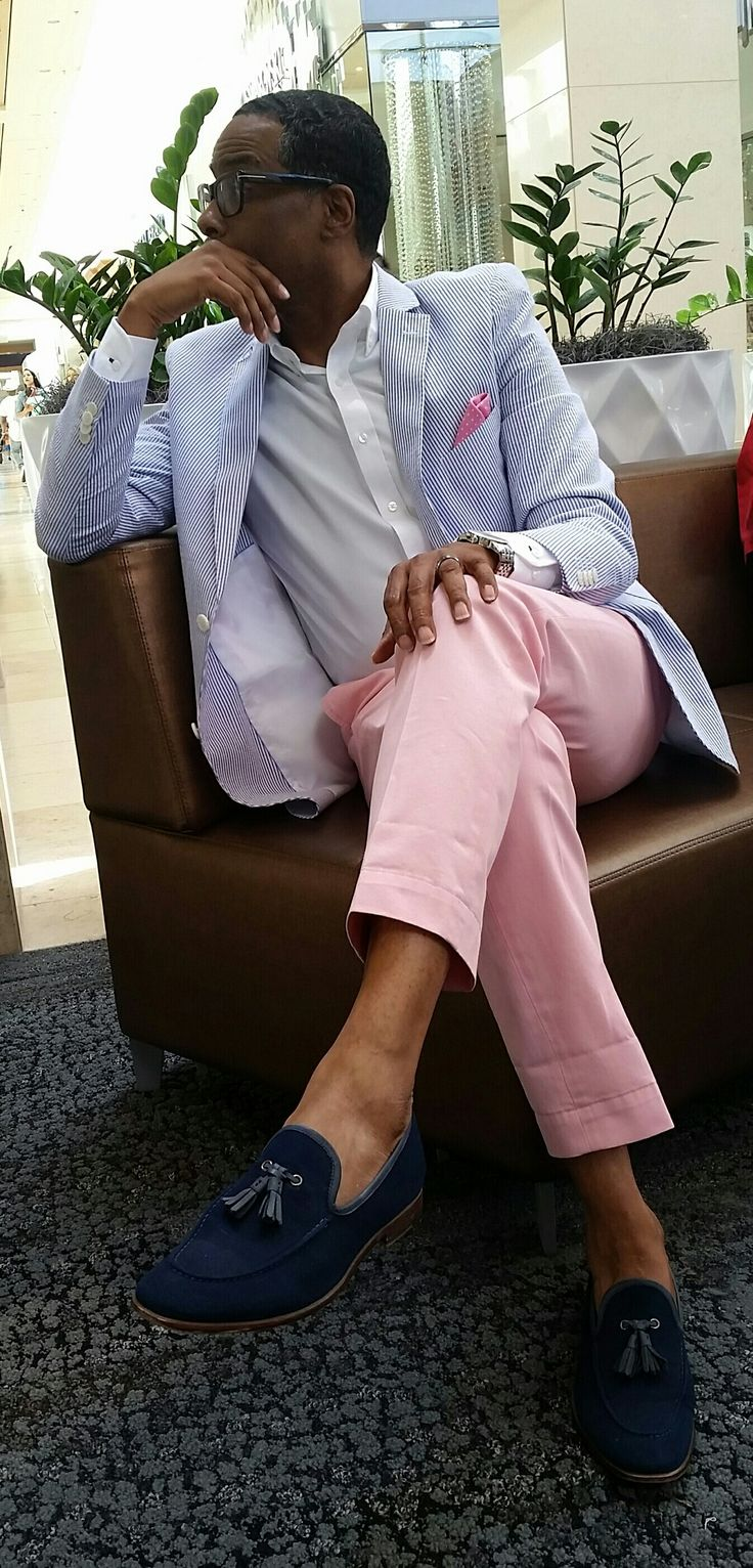 Summer colors. Light blue blazer with light pink pants. Shoes w/o socks (it's summer). Perfectly detailed. Very well done.