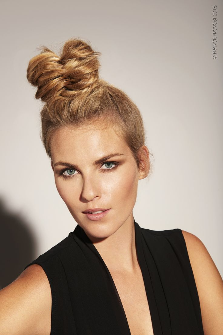 A very high braided bun creating a tousled and textured effect.  #FPAUS #franckprovostsalons #5starexperience #franckprovost #franckprovostparis #ParisWildBlond #Balayage2Ors #Blondes #Blondeobsession  #hair #updo #eveningbun #bun #braid #fishtail #fishtailbraid#hairstyle #hairdresser #hairsalon
