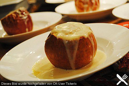 Marzipan - Bratäpfel mit Vanillesoße, ein schönes Rezept aus der Kategorie Braten. Bewertungen: 38. Durchschnitt: Ø 4,3.