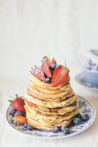 Ricotta pancakes with berries