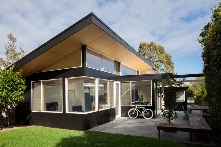 Mont Albert B&W House: Ben Callery Architects.