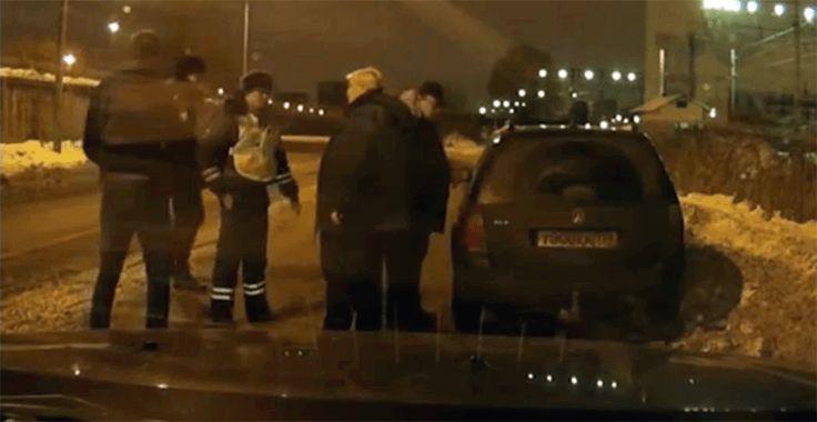 Таксист не дал пьяному водителю ехать дальше | #ТаксистыРоссии: http://tkru.ru/threads/taksist-ne-dal-pjanomu-voditelju-exat-dalshe.8750/