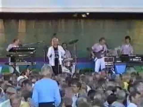 Berit & Finlanders - Elämän jano (LIVE)