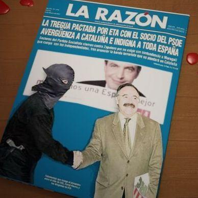 Portada de La Razón con fotomontaje de Carod Rovira dando la mano a un miembro de ETA y un cartel electoral de Zapatero detrás