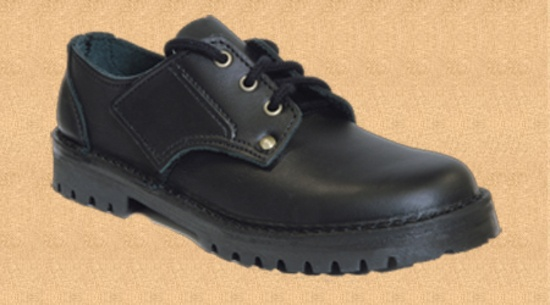 Style: Jack Jnr Sizes: 9 - 21⁄2 including Halves Colours: Black  Jack not only has laces it can also has a velcro panel on the side, this makes it an ideal shoe for kids learning to tie their laces. Great for schools where shoes may have to be removed at the door.