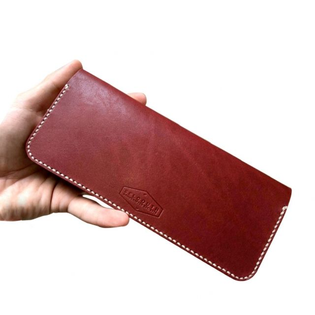 Variable Vegetable Tanned Leather exterior and Natural Calf-skin for the interior. 8 card slots + 2 money slots.