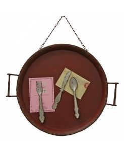 Magnet Board Iron Red. Hanging tray, vintage looking with a fork, spoon and round knife magnets to hold photos or notes