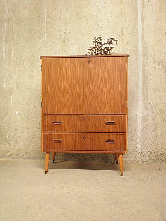Vintage wandmeubel cabinet Deense stijl |