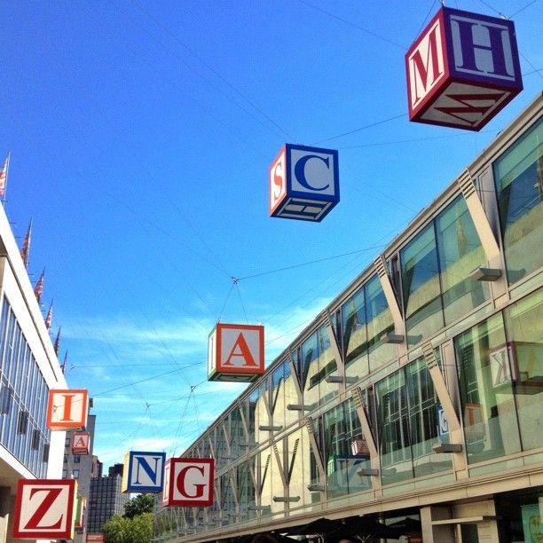Największe centrum sztuki w Europie, dzieje się tam mnóstwo rzeczy, wystawy, koncerty, wszystko! Plus mają ogród na dachu.