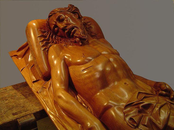 """Juan María Medina Ayllon.  Detalle de """"Cristo yacente"""" en madera de caoba"""