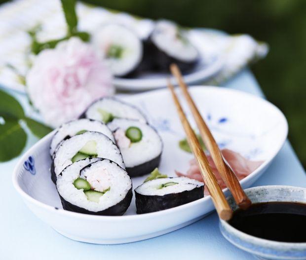 Sushiruller med asparges og rejer