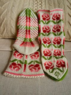 "mittens & mittens: Носки ""Розы"""