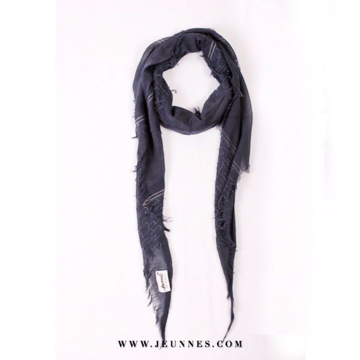 Triangle Scarf / Navy Only 50,000 ide  Happy sunday and happy shopping JEUNNES