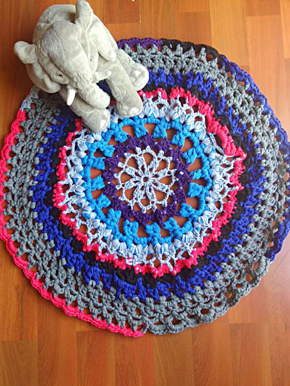 Guarda questo articolo nel mio negozio Etsy https://www.etsy.com/listing/257768794/crochet-t-shirt-yarn-rug-mandala