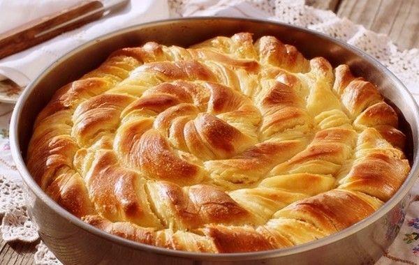"""Μια υπέροχη παραλλαγή της παραδοσιακής τυρόπιτας με φέτα. Η μαλακή και ζουμερή ζύμη της θα σας εντυπωσιάσει. Μπορείτε να την κάνετε για πρωινό ή για το βραδυ. Ακόμα μπορείτε να αντικαταστήσετε το ψωμί σε ένα γεύμα με την τυρόπιτα αφού δεν είναι καθόλου """"βαρετή"""" η γεύση της. Υλικά Loading... Για την ζύμη 900 γρ. αλεύρι …"""