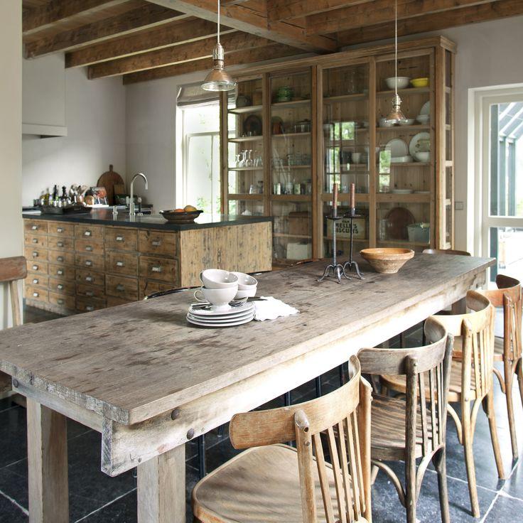 oude tafels en tafels op maat gemaakt van oud hout    Oude bouwmaterialen bij Jan van IJken Eemnes    www.oudebouwmaterialen.nl