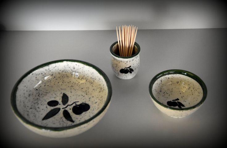 Keramiek serviesgoed / tapas schaaltjes + houder tandenstokers met decoratie olijven / handgemaakt aardewerk / aperitief kommetjes / Kerst door Evacreajewel op Etsy