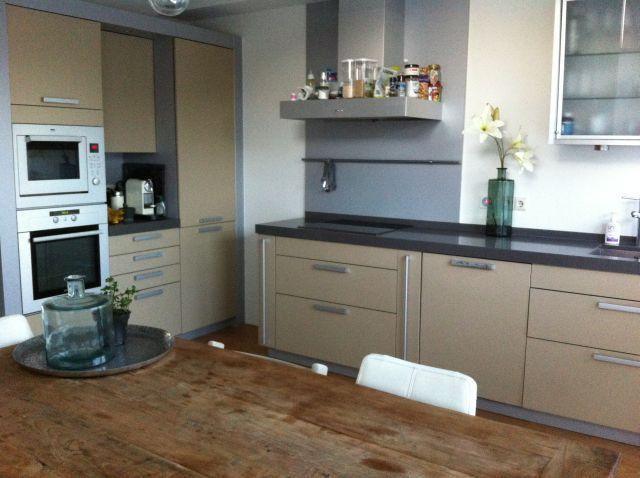 Paulien heeft haar keuken gedaan in annie sloan country grey en laten we eerlijk zijn is een - Verf kleur keuzes voor zitplaatsen ...