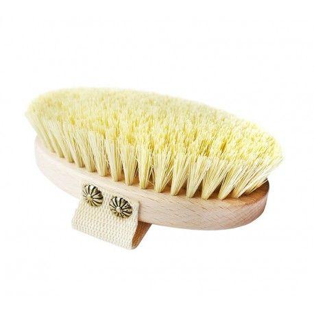 Szczotka do masażu na sucho dla mamy:)    Oprawa szczotki wykonana jest z drewna bukowego, włosie z kaktusa agawy a przepaska na dłoń z bawełny.  Regularne szczotkowanie zapewnia elastyczność skóry, stymuluje układ odpornościowy oraz poprawia samopoczucie.  Miłego weekendu:)  http://www.niczchin.pl/zabawki-do-kapieli/2995-szczotka-do-masazu-dla-mamy-lullalove.html  #szczotkadomasazu #dlamamy #lullalove #niczchin #krakow