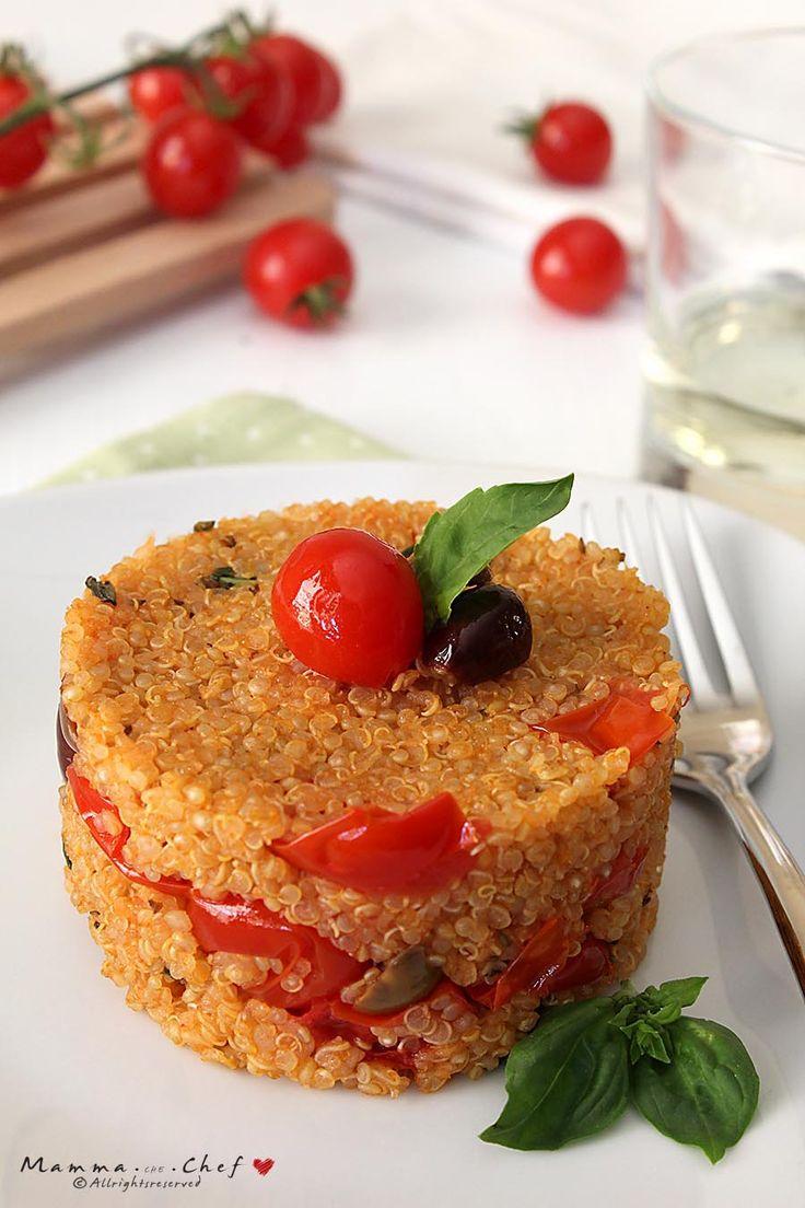La Quinoa ai sapori mediterranei è un piatto vegetariano davvero gustoso! Con pomodorini, olive taggiasche, tofu, basilico: è semplice e veloce da preparare