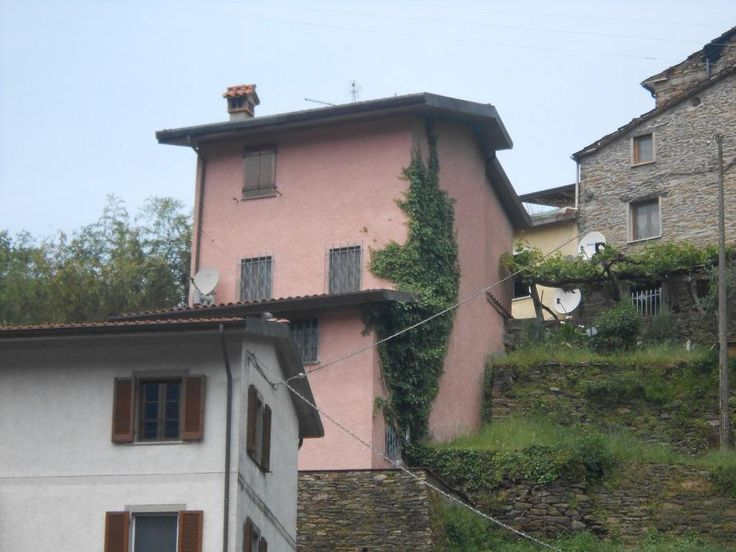 panoramic country-style house between sea and mountains€260000