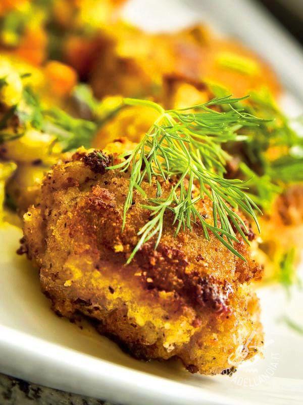 Le Polpette di carne e melanzane sono ottime per occultare le verdure ai bambini. Invece che fritte, potete cuocerle anche in forno: saranno molto leggere.
