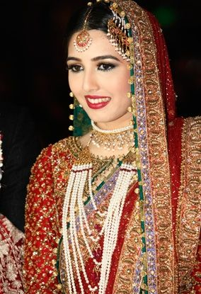 Nida, the bride looking absolutely flawless