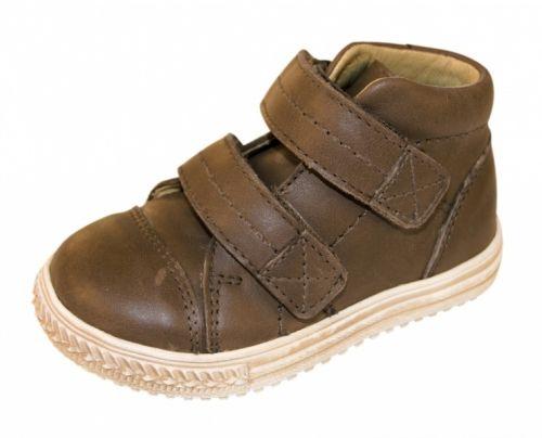 Move by Melton, lekker sko som passer like fint til både jenter og gutter. MOVE by MELTON er farverikt, friskt og funksjonelt fottøy til barn i bevægelse. Kolleksjonen er utviklet og designet med fokus på passform, komfort, funksjonalitet og farger. Skinnet er nøye utvalgt og av høyeste kvalitet.  Insole length Move by Melton Guide Line SKO Size Insole cm 19 12,1 20 ...