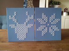 Winterse schilderijtjes gemaakt van tegelkruisjes op canvas