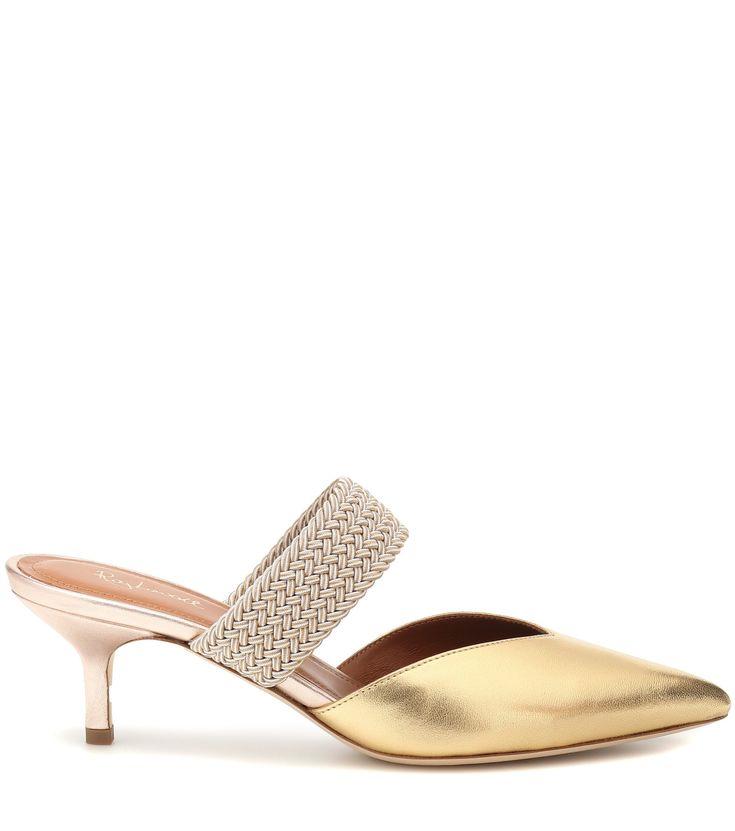 Gold ist auch in diesem Sommer Trend – besonders am Fuss macht sich etwas Glanz perfekt. Jetzt zu den schönsten Sandalen auf Harper's Bazaar.
