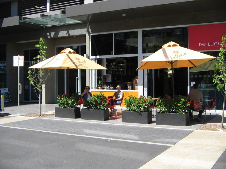 De Luca's on the Park is a coffee shop is at 24 Hindmarsh Square on the ground floor of our apartment building and adjoins Crowne Plaza Hotel.