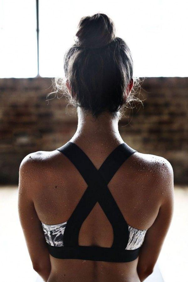 Tops que te harán sentir extremadamente sexy en el gimnasio