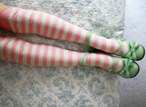 Pink Knees paired with lovely greens shoes!