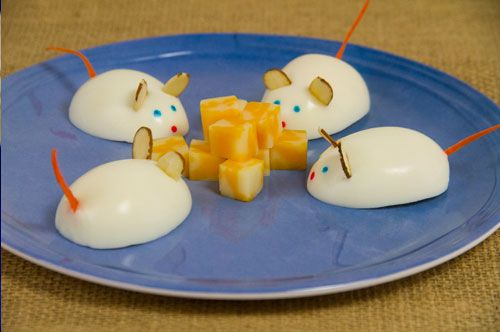This Mouse Snack Attack is perfect for a kids' table at this year's Easter brunch.