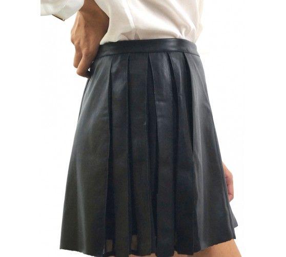 Falda polipiel pliegues laterales. Cierre con ccremallera trasera. Cónsiguela en www.ties-heels.com #shoponline #new #newcollection #instamoda #instafashion #instagood #tienda #trendy #moda #skirt #black #polipiel