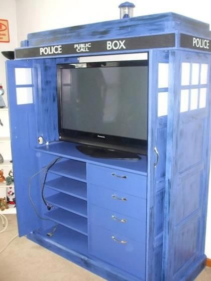 Watching Doctor Who in style - I want to do this to my old entertainment center. I bet I get shot down.