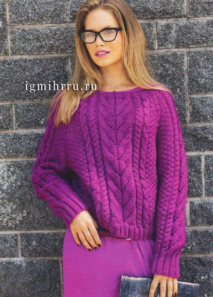 Шерстяной пуловер насыщенного цвета фуксии с выразительными узорами. Спицы