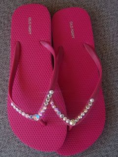 With spring and warm weather coming up, here is a fun and easy tutorial on how to bling out your flip flops! You'll have the prettiest tootsies in town! Enjoy!