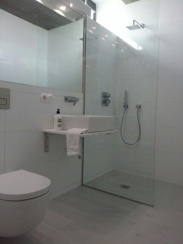 suelo del bao y plato de ducha pavimento continuo color gris