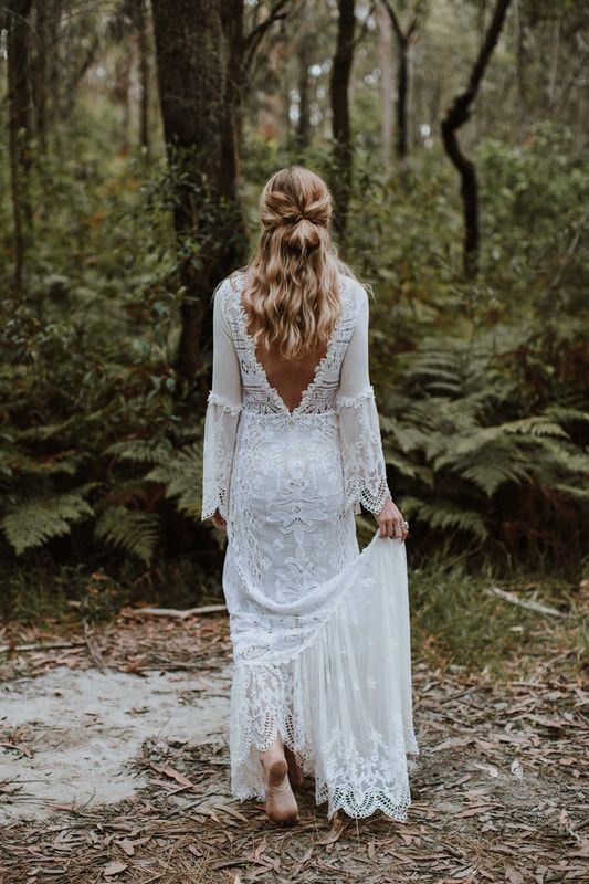 Lace Wedding Dress © 2017 Samuel Jacob Photography ​All Rights Reserved  ​